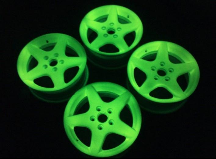 Невидимая светящаяся краска для дисков заметна только в темноте
