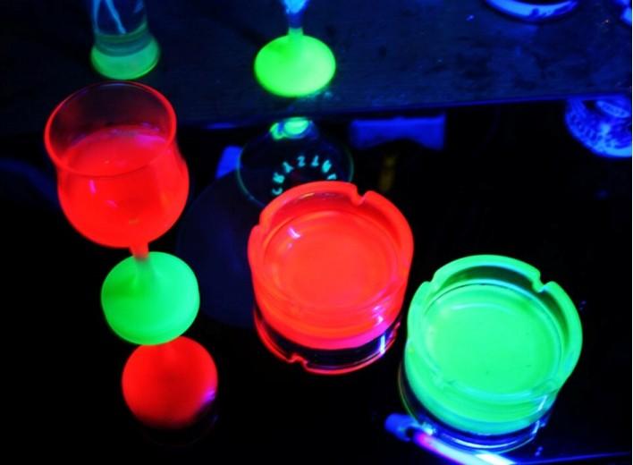 Светящаяся краска для стекла Noxton с максимальной фиксацией на гладких поверхностях